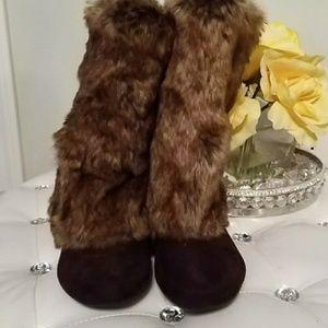 REPORT fur boots